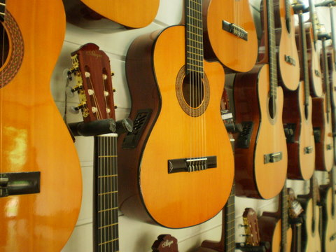 guitars Tips in Buying a Guitar in Cebu