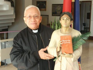 Cardinal Vidal with image of Pedro Calungsod