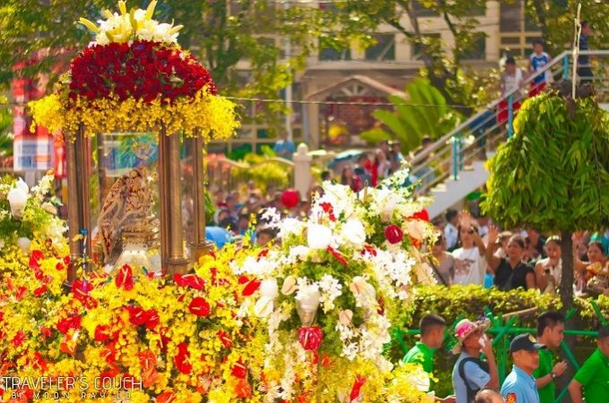 source: http://travelerscouch.blogspot.com/2012/01/sinulog-2012-solemn-procession-photos.html