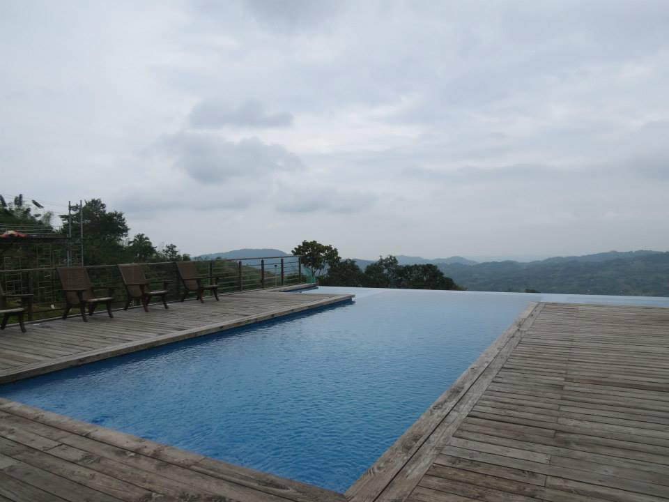 the infinity pool with the breathtaking mountain view at the background!
