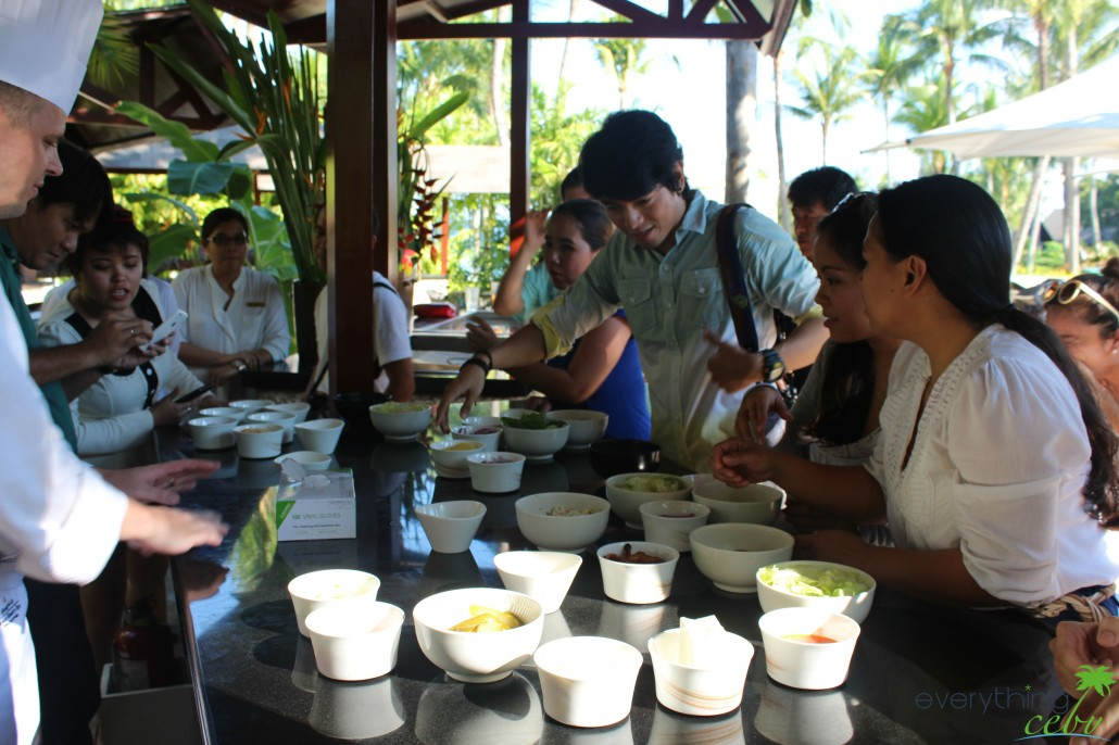 bloggers and members of the Cebu media picking their burger ingredients