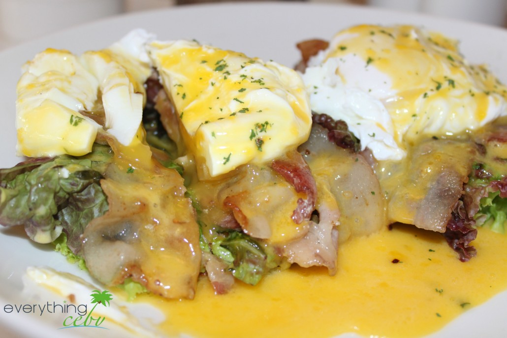 the healthy and mouthwatering Egg Benedict (P315)