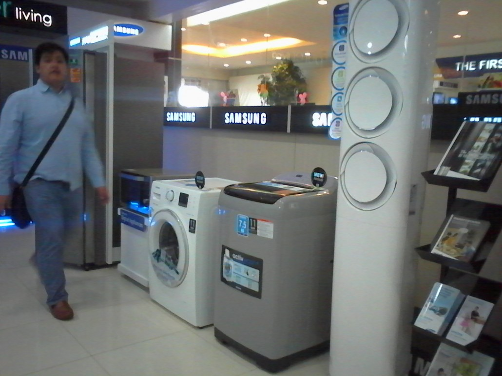 The two new washing machines series (products at the middle) are powered by Digital Inverter motors that make the whole washing and drying process less noisy and more energy efficient. Both also have 11-year warranty.