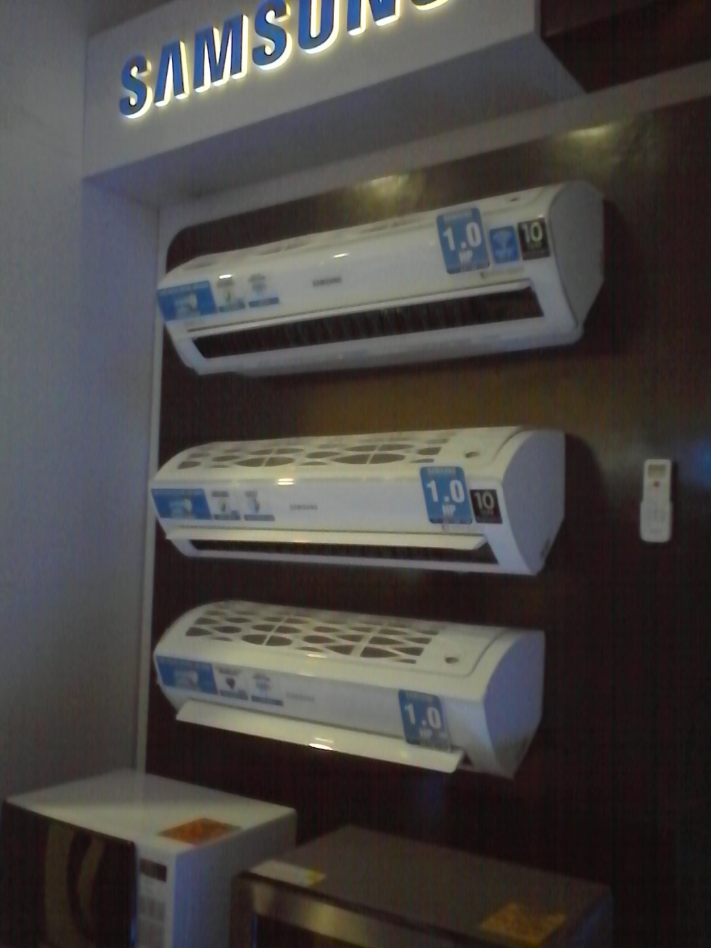 The series comes in three types – the Premium Inverter that has a WiFi to enable users to control their air conditioner anytime and anywhere, the Standard Inverter, and the Non-Inverter.