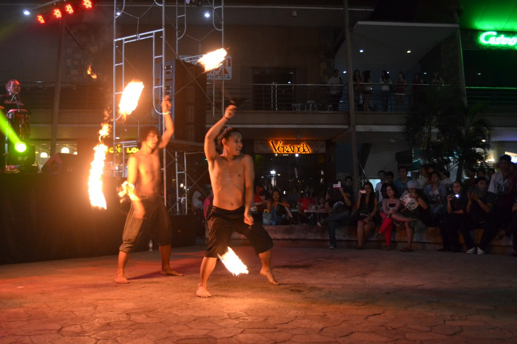9PM, 11PM, 12MN Nov. 14, Piazza – Flow arts show featuring Lupon Anduyo, Capoeira de Elemento, exhibitionist fire dancers, hula hoop performers, and stilts actor