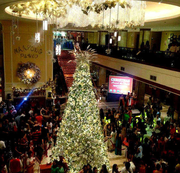 The sparkling and classy Christmas tree of Hope in Marco Polo Hotel. (image source: Marco Polo Hotel Facebook page)