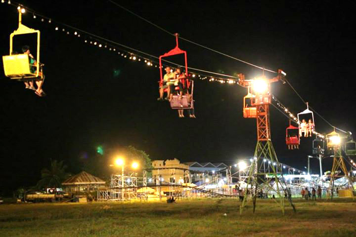 These cable cars are for couples and best friends who want  some few minutes alone. (image from: Sinulog FB page)