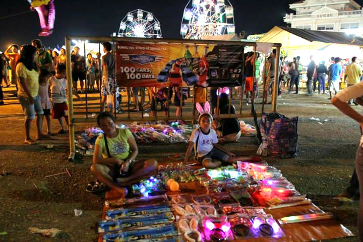 Stroll around the entertainment square with these cute headbands or glowing toys. (image from: Sinulog FB page)